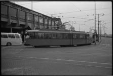 20023-94-37a 'Gereserveerde' gelede tram rijdt bij station Blaak.