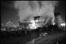 20024-45c-35 Uitslaande brand voormalige houten hulppost van de GG en GD aan de Maashaven Oz.
