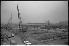 20025-6-5-25 Heien voor viaducten snelweg A20 Rotterdam - Hoek van Holland bij Spaanse Polder. Op de achtergrond de Van ...