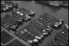 20025-8-9 Overzichtsfoto binnenvaartschepen. Gefotografeerd vanaf de Euromast richting Parkhaven.