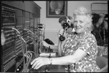 20026-51-44 Chef-telefoniste stadhuis mej. P. A. de Jongh stopt met werken na 48 dienstjaren en gaat met pensioen.