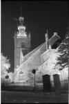 20026-7-37 In verband met de dodenherdenking wordt de Grote Kerk te Overschie verlicht.