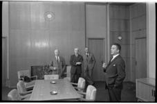 20027-61-6 Victor Marijnen, voorzitter van de Rijnmondraad, in zijn kantoor in het pand van de Nederlandse Handel ...