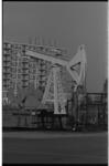 20030-55-15 Ja-knikker voor oliewinning in Zomerland (IJsselmonde).