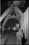20030-82-4 Avond-impressie van een havenkade naar aanleiding van een rapportage over de douane in de Rotterdamse haven.