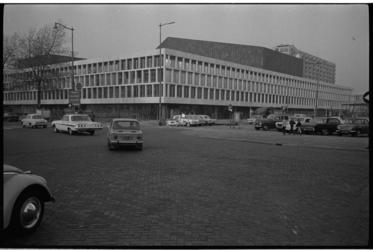 20030-87-10 Exterieur concertgebouw De Doelen hoek Kruisplein en Schouwburgplein.