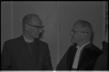 20031-18-25 De nieuw aangestelde predikant ds. Pieter Riemersma (r.) van de gereformeerde kerk Alexanderstad naast ...
