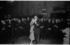 20032-46-29 Feest Korps Mariniers in het stadhuis in verband met het 300-jarig bestaan op 10 december. Op de dansvloer: ...