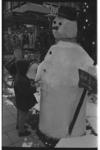 20032-63-10a Sneeuwpop op de Lijnbaan in verband met geldinzamelactie georganiseerd door de Winkelpromenade Lijnbaan ...