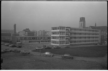 20032-84-21 Openbare lagere school Jan Prins, de hervormde Willem de Zwijgerschool en de katholieke Willibrordschool ...