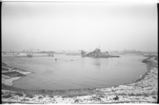 20033-63-4 Bouwdok Beneluxtunnel met baggermolen bij Madroelhaven.