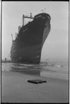 20034-23 ss. Ping-An vrachtvaarder uit Hong Kong is 24-11-1965 vastgelopen op strand bij Ter Heijde.