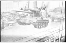 20034-4-34 Legertransport van 175 mm kanonnen bestemd voor de Koninklijke Landmacht met het vrachtschip Korendijk van ...