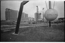 20034-48-23 1e paal Medische Faculteit aan de Westzeedijk met op de Aeolusmast de illustratieve tekst 'Willen is kunnen'.