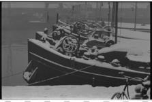 20034-55-44 Winters tafereel op de binnenvaartschepen in de Parkhaven.