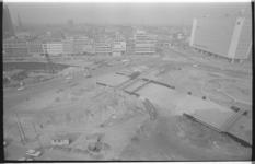 20035-18-0 Metrosleuf hoek Weena en Hofplein. Op de achtergrond de Delftsestraat; rechts het Shell-kantoor.