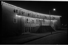 20035-41-26 Versierd huis aan de Van Goghlaan in Hillegersberg in verband met feestelijkheden rond huwelijk van Prinses ...