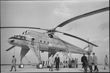 20035-55 Russische MI-helikopter op Luchthaven Rotterdam.