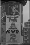 20035-79-41 Verkiezingsaffiche op peperbus (dikke paal) Oostplein.