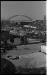 20035-95-4 Verontreinigde jachthaventje Kreeksehaven (Kreeksehaven) in Oud-IJsselmonde met schuim. Op de achtergrond de ...