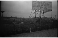 20037-48-14 Bouw van tijdelijk Ahoy-complex op het oude Heliportterrein Op de achtergrond de garage van de Rijks ...