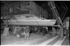 20037-83 De Lijnbaan viert haar twaalfenhalfjarig jubileum. Met aandacht voor de haven, o.a. met een opstelling van dit ...