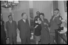 2004 Bij de familie Post is in haar woning aan de Bergse Linker Rottekade de 900.000e telefoonaansluiting van Nederland ...