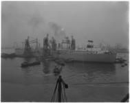 2012 Vier drijvende graanelevatoren lossen de Liberiaanse tanker G.S.Livanos, geladen met 33.650 ton graan.