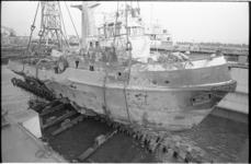 20450-2-40 Beschadigde zeesleper Vikingbank na een mislukte poging tot berging van de Alkyone bij de Zuiderpier zelf in ...