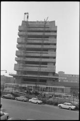 20482-2-35 Bouw van de sporttoren Akragon aan de Schiekade door het bouwbedrijf Dura.