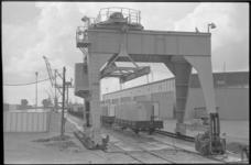 20497-7-28 Containervervoer per spoor van ECT met trein van de Trans European Rail Road Express (Terre) vanuit de ...