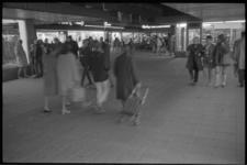 20523-6-20 Koopavond winkelcentrum De Koperwiek in Capelle aan den IJssel.