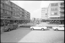 20525-2-4 Winkelcentrum Jacob van Campenplein in het Lage Land.