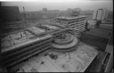 20527-5-10 Kantoorbouw aan het Weena met links postkantoor Delftsestraat, in het midden de Delftsestraat en rechts het ...