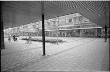 20537-3-29 Winkelcentrum Jacob van Campenplein in het Lage Land.