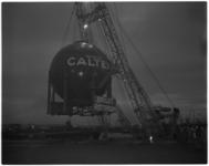 2058 Transport van stalen bol, bestemd voor de Caltex raffinaderij in Pernis.