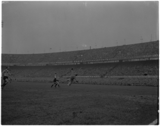 2059-1 Wedstrijdfoto Feyenoord-DOS (4-1) met links toen nog voor DOS Hans Kraay.