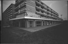 20699-1-34 Opening eerste café-restaurant Alex Inn aan het Samuel Esmeijerplein in het Lage Land.