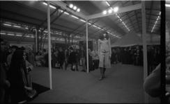 20715-7-6 Modeshow tijdens Hippy Happy beurs voor jongeren in de Ahoy'-hal.
