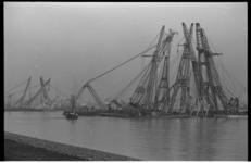 20724-3-38 Berging van het vrachtschip President Pierre Angot na aanvaring met de Hornland op de Nieuwe Waterweg op 27 ...