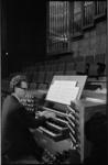 20752-7-37 Portret van organist Arie J. Keijzer.