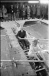 20754-4-23 Opening botenhuis voor roeiaccommodatie door wethouder R. Langerak aan de Crooswijksebocht.