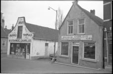 20875-1-11a Twee winkelpanden aan het zuidelijk deel van de Charloisse Kerksingel met Houthandel Charlois en op nr. 64 ...