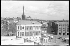20886-7-9 Overzicht vanaf het Poortgebouw aan de Binnenhaven van het havengebied op Feijenoord. V.l.n.r. de ...
