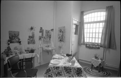 20949-1-26 Interieur cel van de vrouwengevangenis op de Noordsingel na een face-lift.