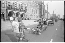 20954-1-35 Viering van het honderdjarig bestaan van het College van Vrijwillige Brandmeesters met een defilé van het ...