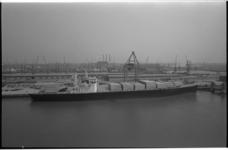 20967-6-11 Het 2 weken oude containerschip American Lancer aangemeerd bij de Europe Container Terminus N.V. (ECT) in de ...