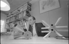 20995-1-36 Architect W. Eijkelenboom, die de Amerikaanse Reynolds Memorial Award kreeg voor het Nederlandse paviljoen ...
