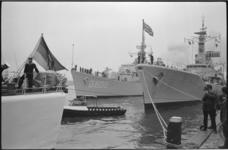 21070-3-10 Enkele buitenlandse marineschepen aangemeerd aan de Parkkade(?) in het kader van een officieel vlootbezoek ...
