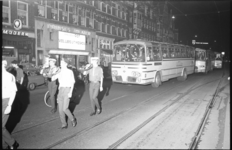 21073-4-41 Diverse muziekkorpsen en showbands, zoals tamboerkorps Ruim Baan, halen 13 autobussen met 660 bejaarden uit ...